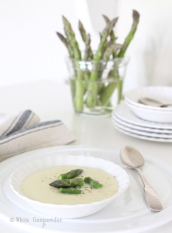 Potato, fennel and leek soup with fresh asparagus