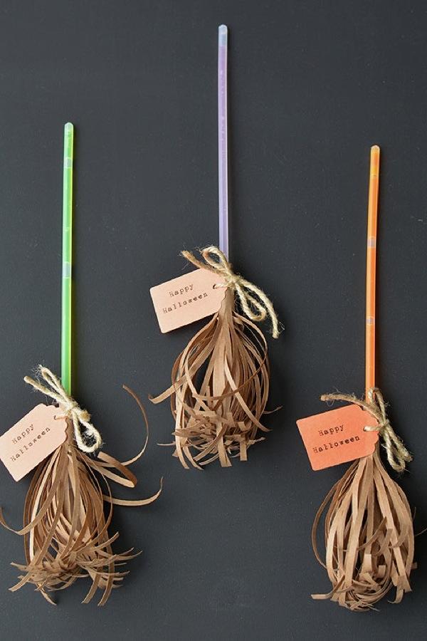 Halloween - Glow Stick Broomsticks