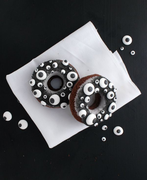 Halloween -moster donuts