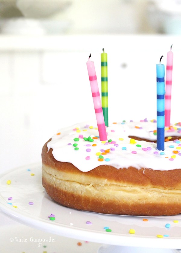 Donut Birthday Cake -white gunpowder