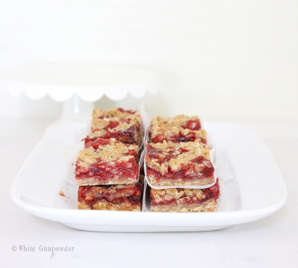 Crumble bars - strawberry jam