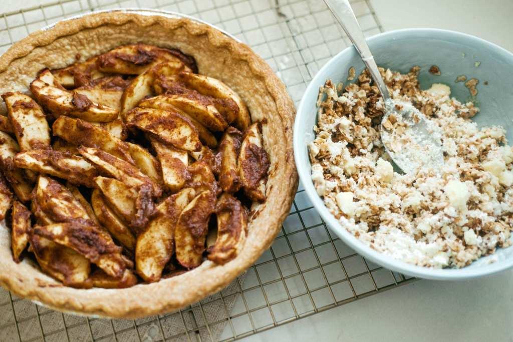 granola crumble and apple pie