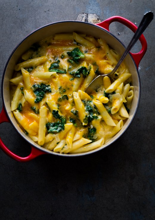 Easy One Pot, Stove Top Creamy Kale Mac and Cheese Recipe on WhiteOnRiceCouple.com