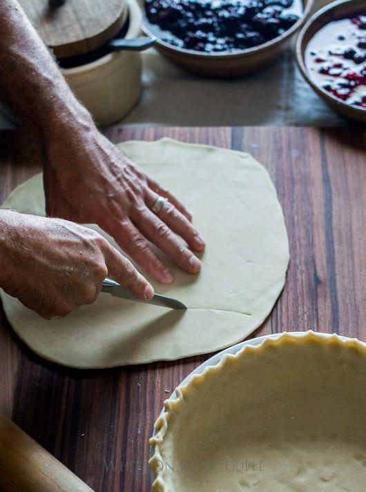 Tutorial sobre cómo hacer diseños de pastel de hojas. Leaf Pie Dough para Holiday Pie Designs Thanksgiving Pie Design   @blanco