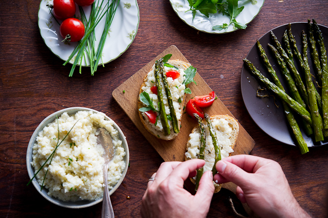 Smashed cauliflower sandwich recipe with roasted asparagus. Best cauliflower toast recipe for brunch and lunch. @whiteonrice