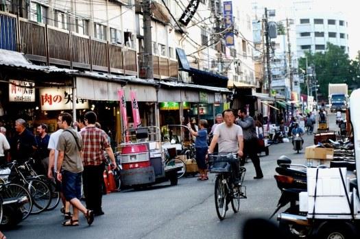 street-food-tsukiji-japan