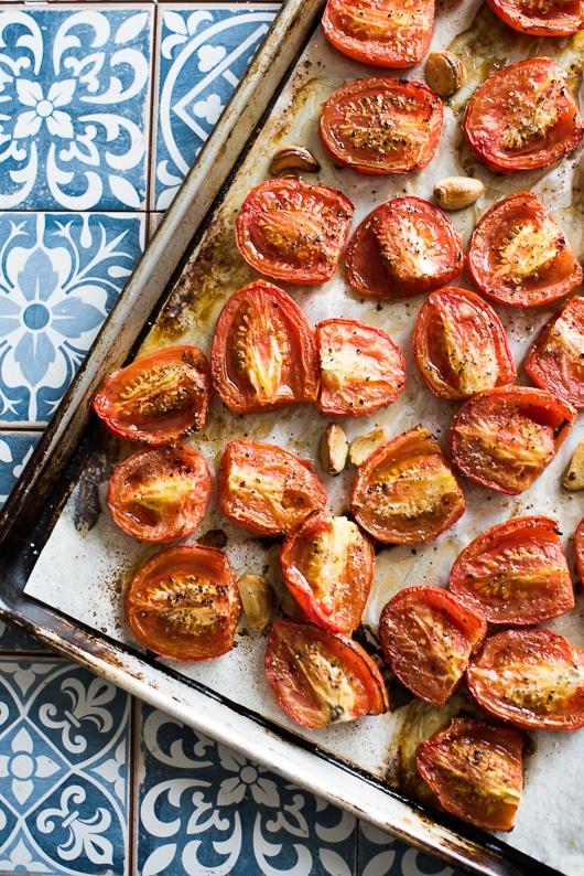The best roasted tomato sauce recipe with garlic   @whiteonrice