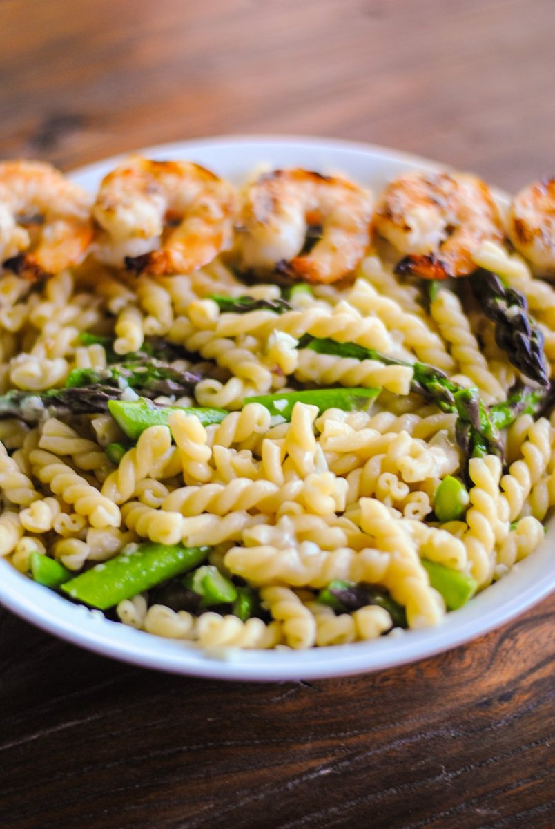 Pasta with asparagus and grilled shrimp