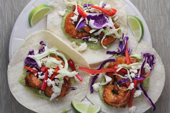 grilled shrimp tacos, chili lime shrimp tacos, shrimp tacos with green chili avocado sauce, avocado salsa, green chili avocado salsa, recipes, food, chili lime garlic shrimp, grilled shrimp, tacos, red pepper lime slaw