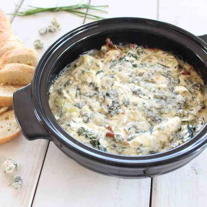 Warm Blue Cheese Bacon Spinach Dip