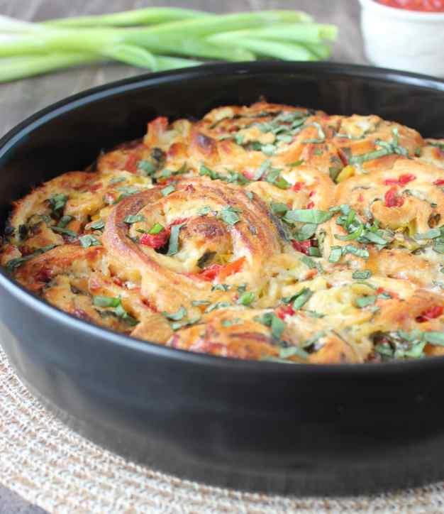 Cheesy Veggie Pizza Crescent Rolls Recipe