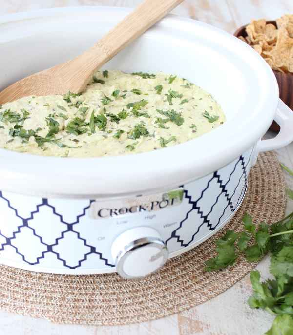 Slow Cooker Green Chili Queso Dip