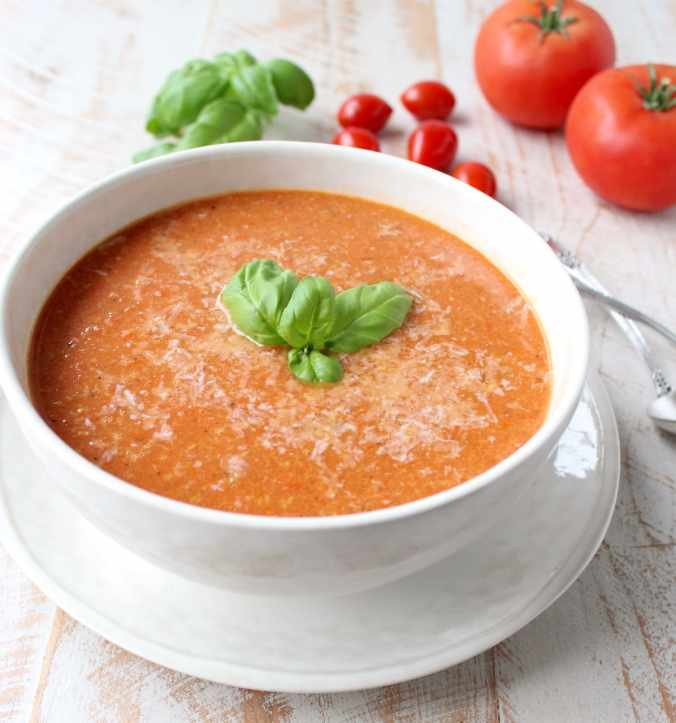 Roasted cherry tomatoes, garlic and onions are pureed into a vegan and gluten free tomato soup recipe, that's so easy to make in only 29 minutes!