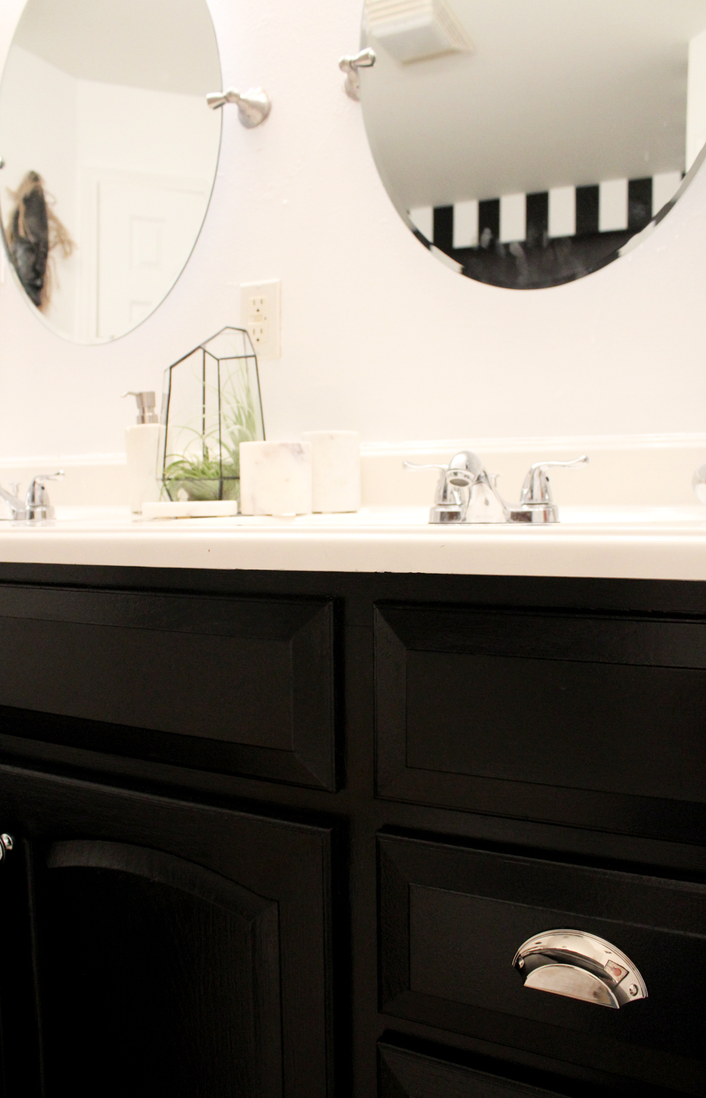 black-and-white-master-bath