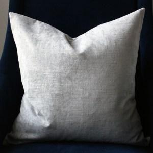 gray velvet pillow | home decor | glamorous decor | velvet decor
