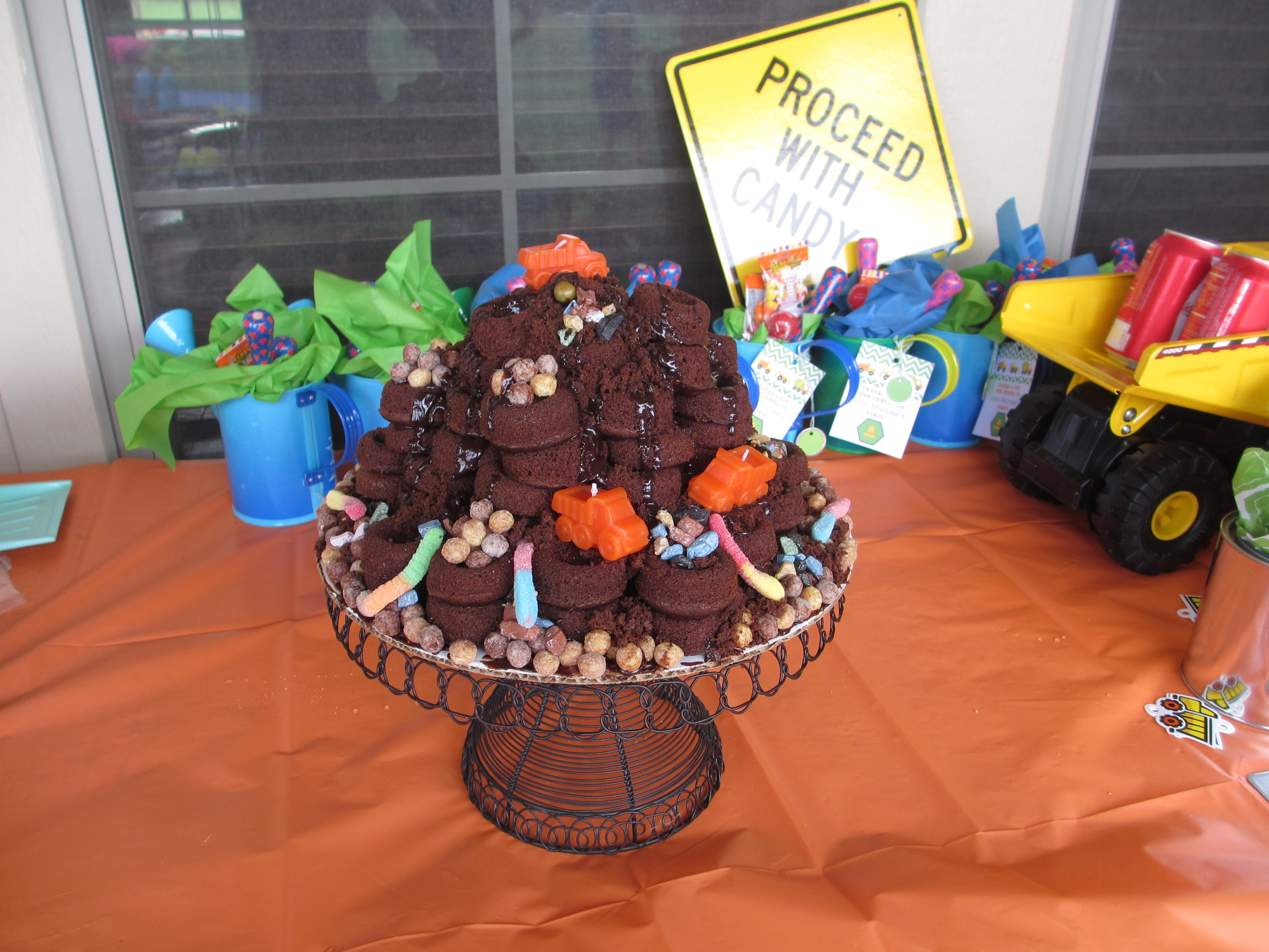 For My Nephews 2nd Birthday Party Sister Planned Him A Construction Theme I Wanted To Create One Of Kind Cake With His Chocolate Mini