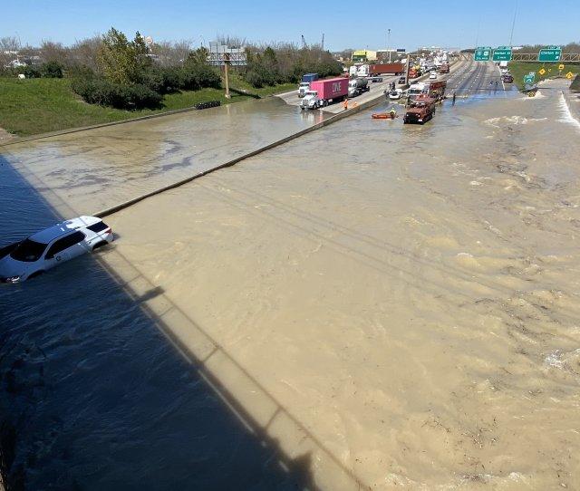 Houston Water Main Break Causes Major Flooding Submerging Cars
