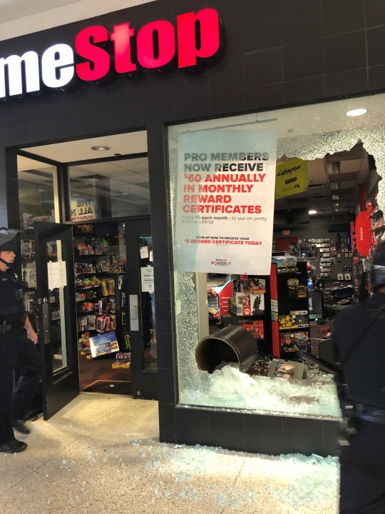 Merle Hay Mall Stores : merle, stores, Peaceful, Protest, Transitions, Violence,, Merle, Looted, Who13.com