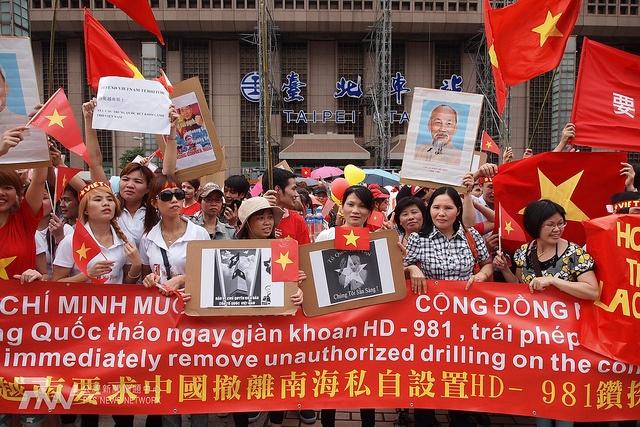 2014年5月11日,在台越南人也在台北車站前面發起了一場抗議中國的行動。圖片來源:C.C. by 公視新聞