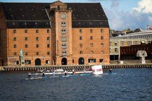 isa-competitors-paddling-copenhagen