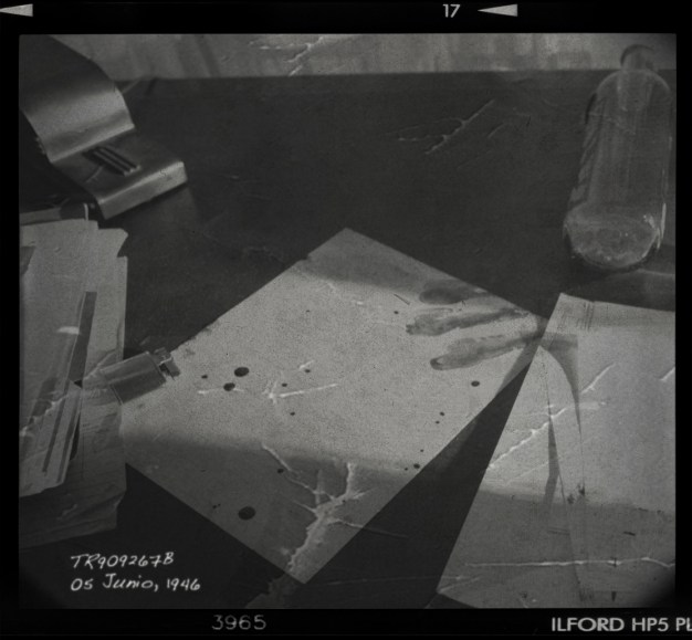 Table-crime-scene-01-square