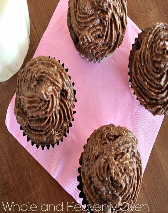 Classic Chocolate Cupcakes With Fudge Frosting