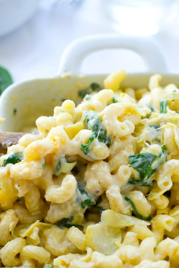This gooey mac 'n' cheese combines all the things you love about spinach artichoke dip in one comforting side dish! Even kids won't be able to resist this dynamite macaroni.