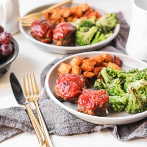 Whole30 Mini Meatloaves - This delicious dinner entree is Whole30, paleo, gluten-free, dairy-free, and can be cooked in the airfryer or oven!