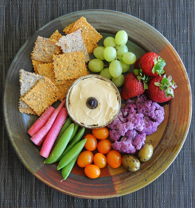 0.i crackers crudites dip