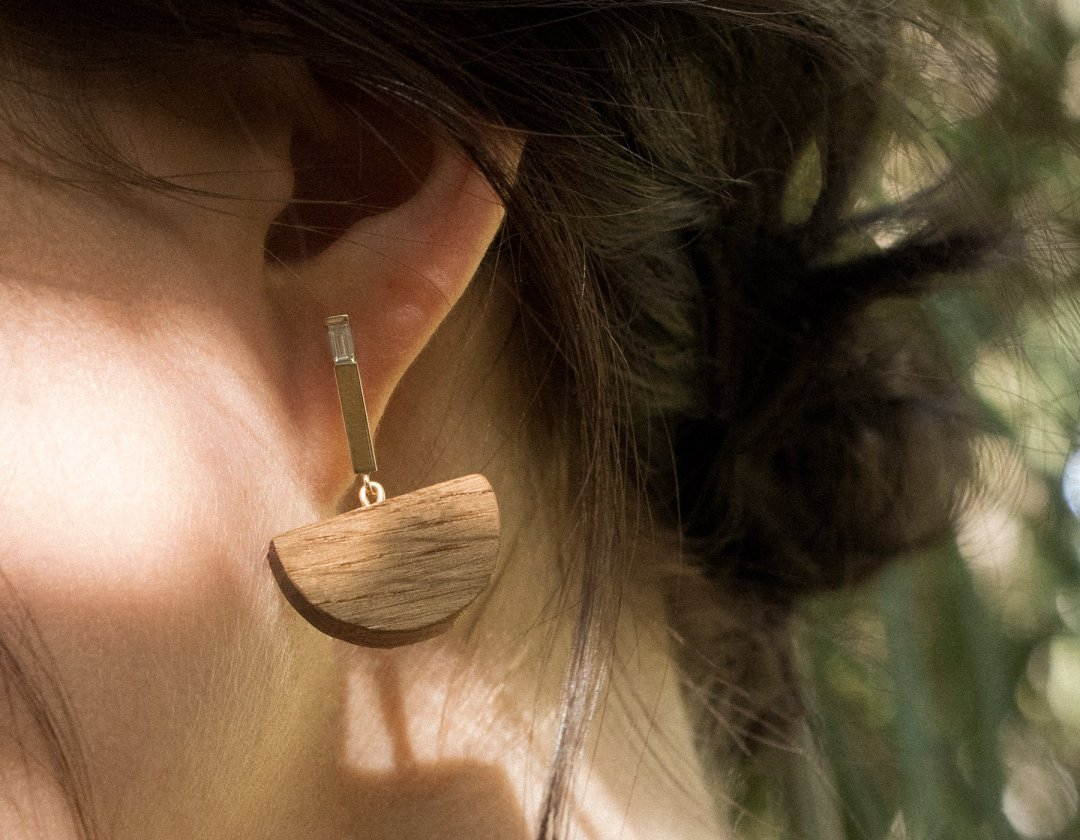 vrai-and-oro-half-moon-bar-earrings