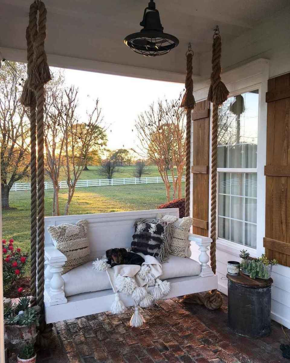02 hang relaxing front porch swing decor ideas