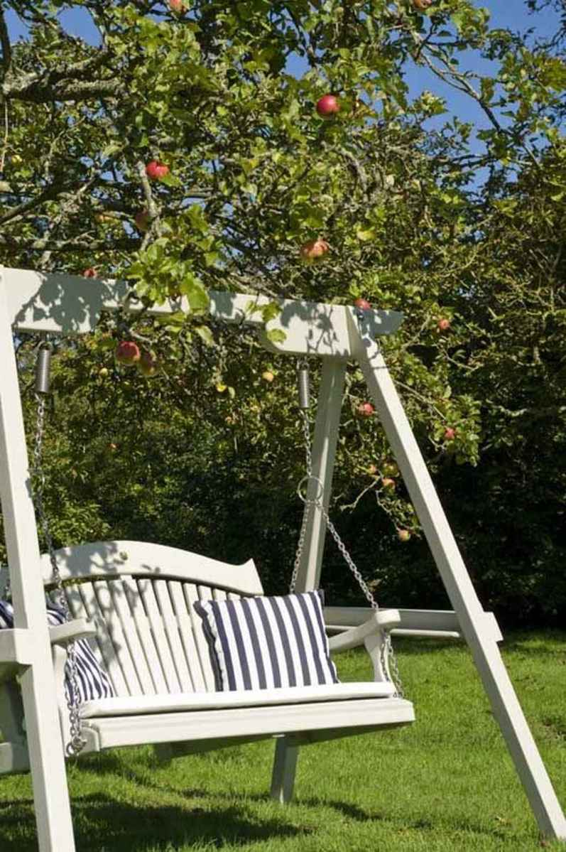 45 amazing backyard ideas with garden swing seats for summer