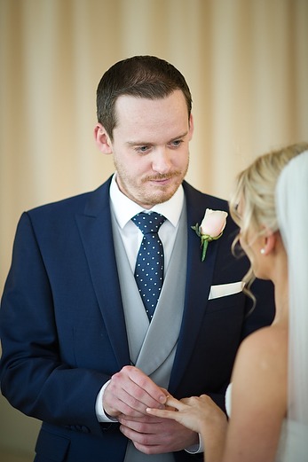 165llmoWinter wedding at The Cliff Hotel by Whole Picture Weddings