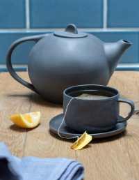 Stoneware Tea Pot, White 2