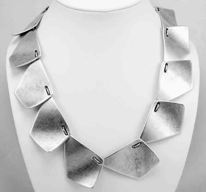Necklace A1027