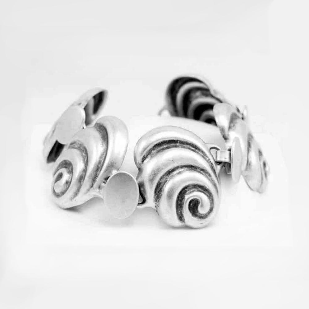 Metal shell bracelet