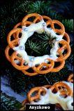 Pretzel White Choc Wreaths (in Polish)