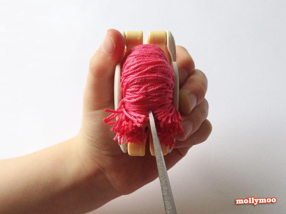 Pom Pom Making Cutting