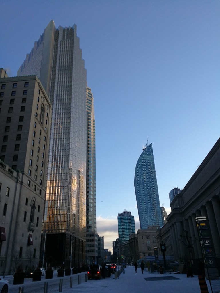 downtown Toronto, Union station, best way to travel for free