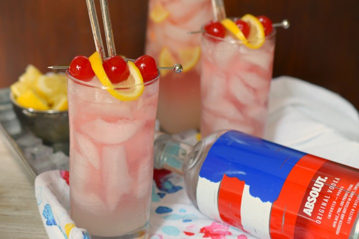 Need an easy summer cocktail? Look no further than the fruity Summer Slammer Cocktail. Whip up a pitcher and enjoy this beverage on a hot summer night!