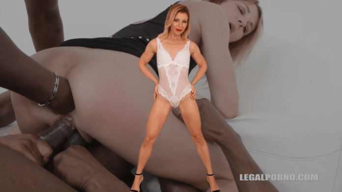 Sindy Rose is a Ukrainian pornstar who loves extreme anal play