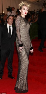 Again the cropped, spiked blonde looks great. Milley is one of the youngest on the red carpet. She could have gotten away with what Madonna wore and Madona SHOULD have worn this Marc Jacobs! Perfect mis swap!