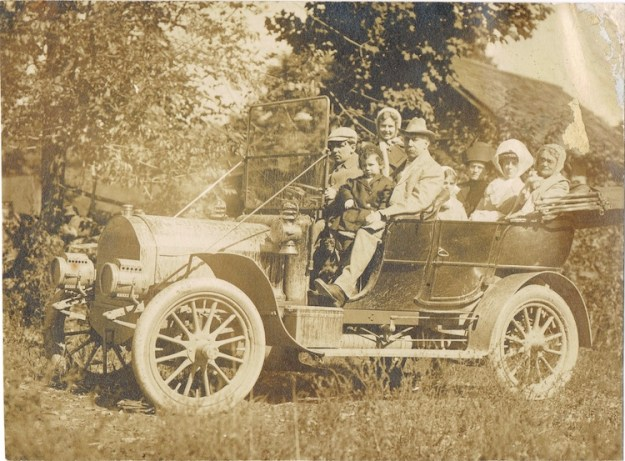 South-Worthington-Bradleys-in-car-LR