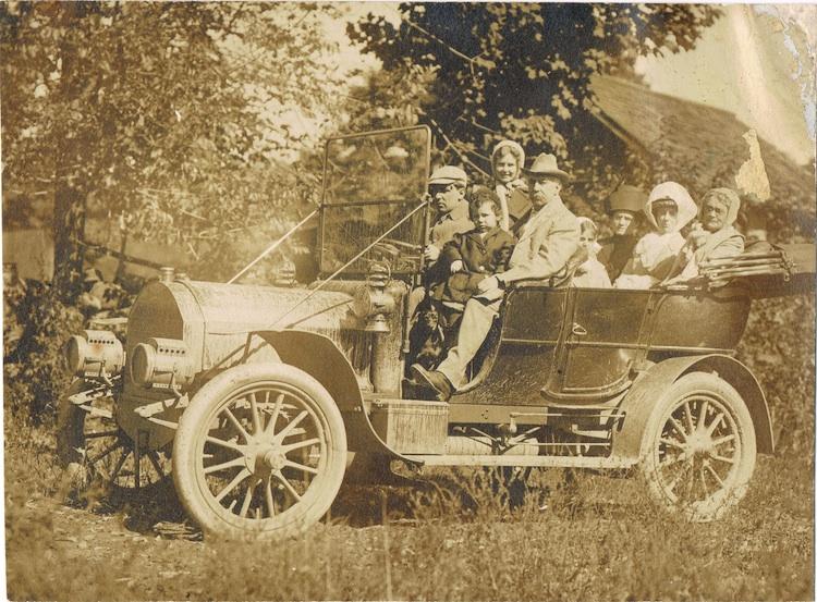 South-Worthington-Bradleys-in-car-LR