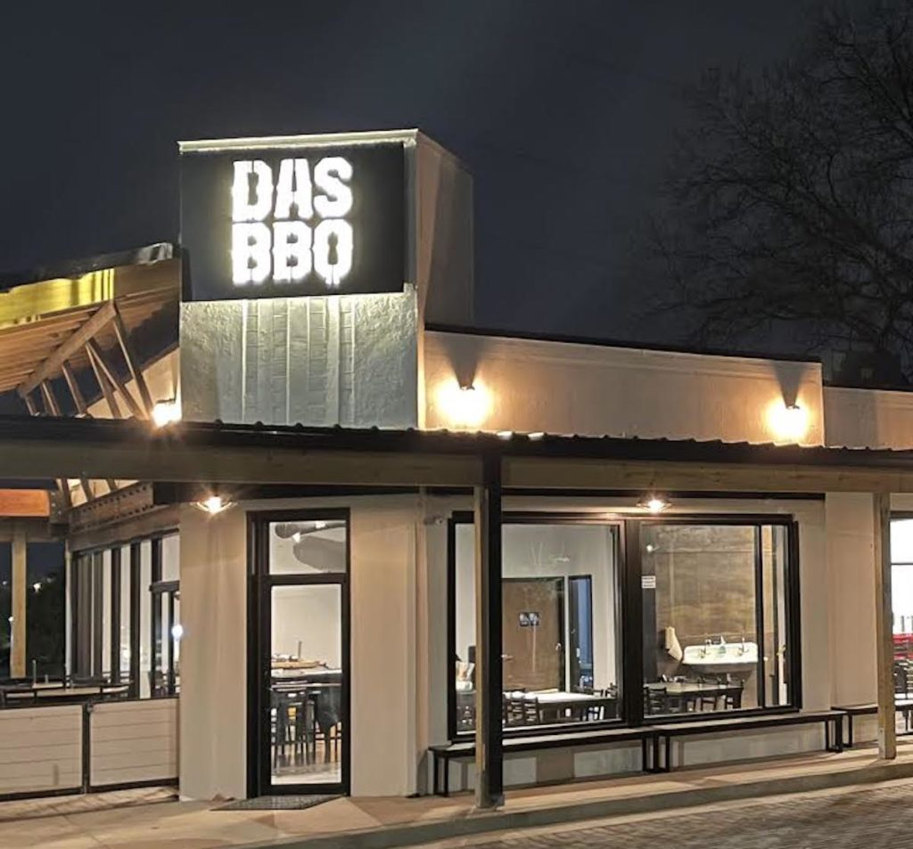 DAS BBQ Opens in Grant Park Replacing The Harp