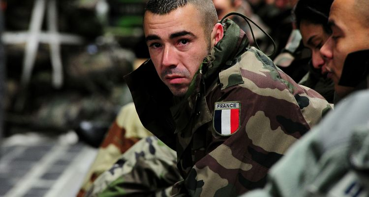 French_soldier_inside_a_USAF_C-17_130121-F-GO452-563-1
