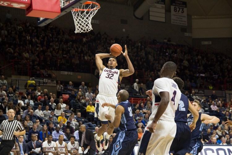 Shonn Miller finished with 17 points and 10 rebounds. (Image Credit: Santiago Pelaez)