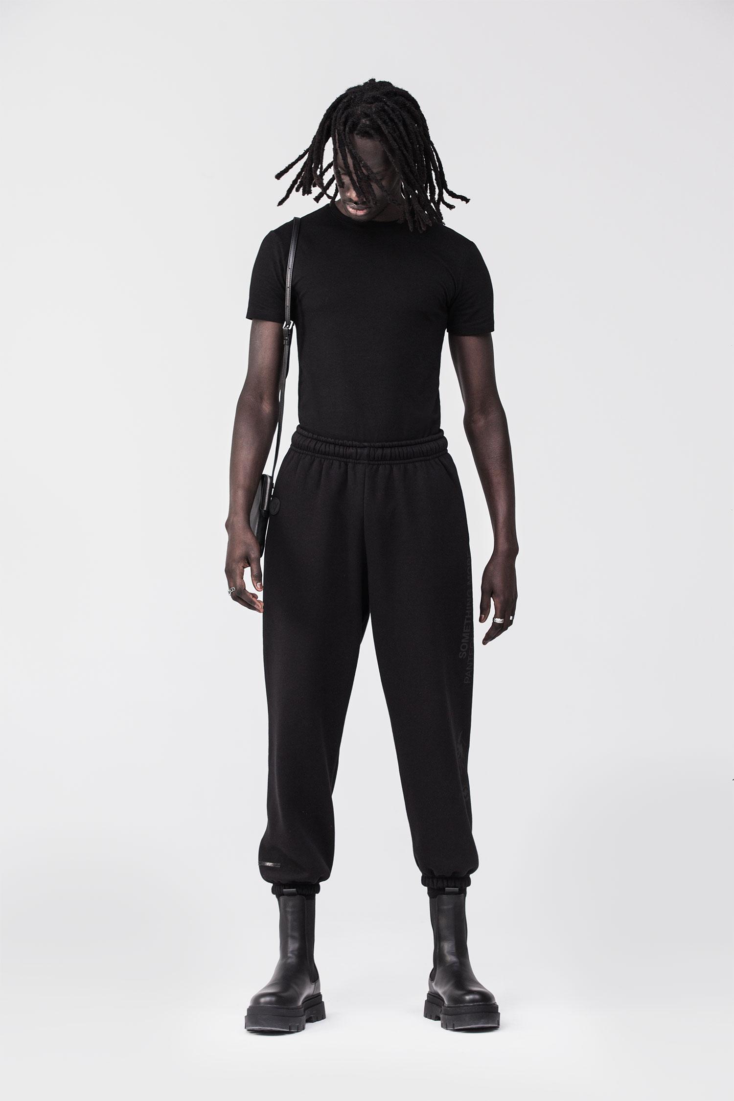 REND_Joggers-black-lifestyle-1