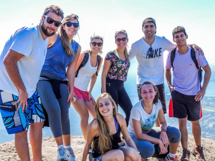 Grupo no topo do Morro Dois Irmãos