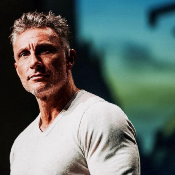 (PHOTO: FACEBOOK) Tullian Tchividjian appears in this updated profile photo he posted to Facebook on November 2, 2016 after remaining quiet on the platform for almost a year.